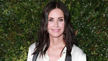 Courteney Cox performs 'Friends' theme song on piano: 'How'd I do?'