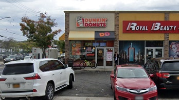 Dunkin' employee sends knife-wielding robber fleeing after running to kitchen, grabbing bigger knife