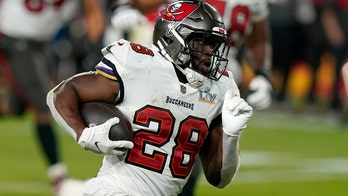 Buccaneers keep Super Bowl core team together, re-sign Leonard Fournette to one-year deal: report