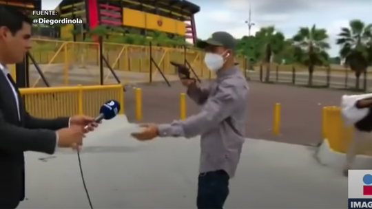 Gun-waving robber holds up TV reporter, crew while filming in Ecuador