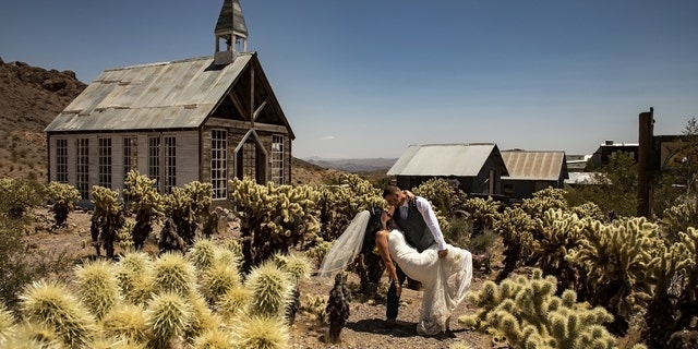 The ghost town of Nelson -- about an hour outside of Las Vegas -- has reportedly seen a significant increase in weddings during the pandemic.