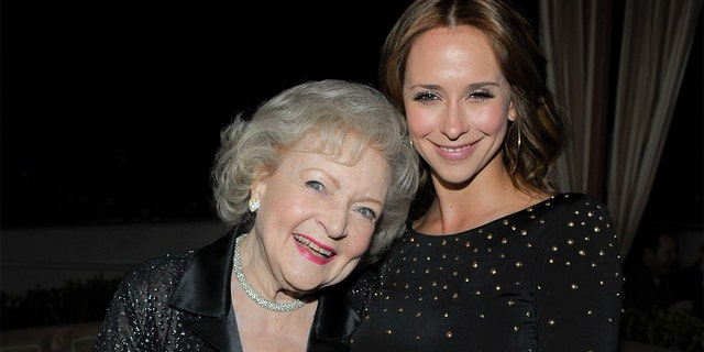 Jennifer Love Hewitt jokingly revealed that she thought she was 'going to kill' Betty White after a drunken night out. (Photo by Charley Gallay/Getty Images)