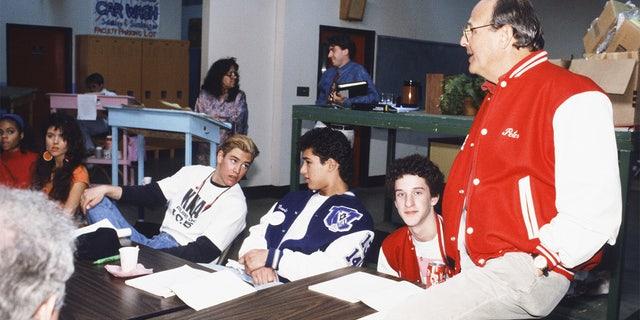 "Table read of 'Saved by the Bell': (L-R): Tiffani Thiessen as Kelly Kapowski, Mark-Paul Gosselaar as Zachary 'Zack' Morris, Mario Lopez as Albert Clifford ""A.C.' Slater, Dustin Diamond as Screech Powers, Executive Producer Peter Engel."