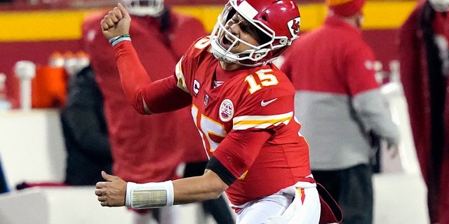 Kansas City Chiefs quarterback Patrick Mahoms celebrated after throwing a 5-yard touchdown pass to Travis Kells against the Buffalo Bills of Kansas City in the second half of the 2021 AFC Championship Game.