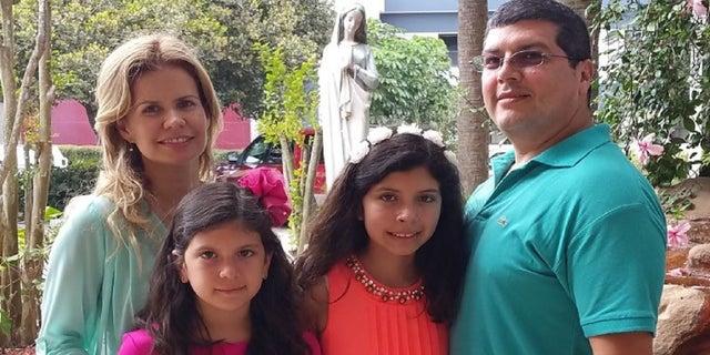 Rolando and Diana Vizcarra and their daughters (photo courtesy Rolando Vizcarra)