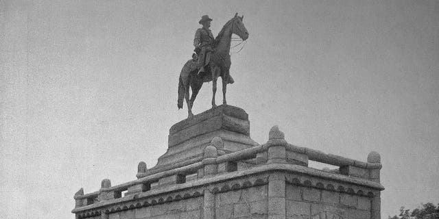 The equestrian statue of bronze, the monument of President Ulysses S. Grant in Lincoln Park, Chicago. (Bildagentur-online/Universal Images Group via Getty Images)