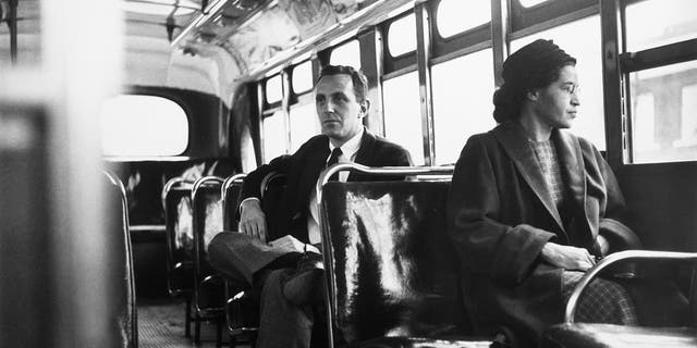 American civil rights activist Rosa Parks sits in the front of a bus in Montgomery, 앨라배마, after the Supreme Court ruled segregation illegal on the city bus system on Dec. 21, 1956.
