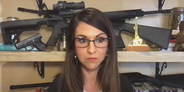 """캘리포니아 대표. Jared Huffman described Colorado Rep. Lauren Boebert's Zoom backdrop as """"a shrine to [그녀] gun fetish"""" 목요일."""