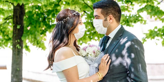 "The coronavirus pandemic reportedly kicked down the average cost of a <a href=""https://www.foxnews.com/category/lifestyle/weddings"" target=""_blank"">wedding</a> in the U.S., according to The Knot. (iStock)"
