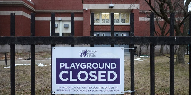 A sign outside of Columbus Elementary School lets visitors know that the playground has been closed on January 25, 2021 in Chicago, Illinois. (Photo by Scott Olson/Getty Images)