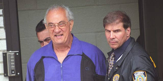 Peter Gotti, left, is seen after he and 17 other Gambino family mobsters were arrested and transported to a federal court for arraignment, June 4, 2002.