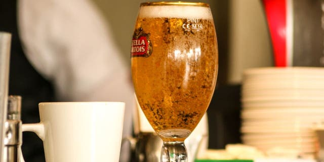 Plaintiffs alleged that the chalice-style glasses the restaurant used to serve Stella Artois only held 14 ounces of beer, 2 ounces short of the pint they were promised.