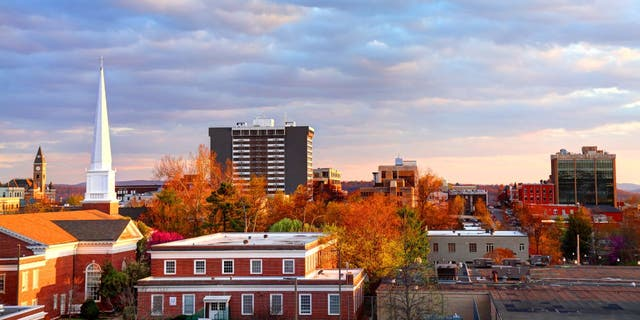 More than 26,000 people have applied for a program that will pay them to move to northwest Arkansas. (iStock)