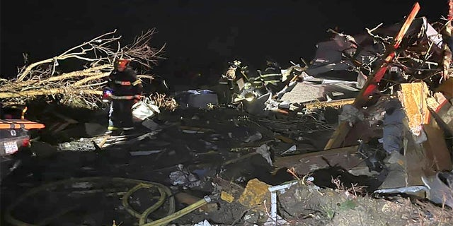 Tornado hits North Carolina, leaves some residents trapped