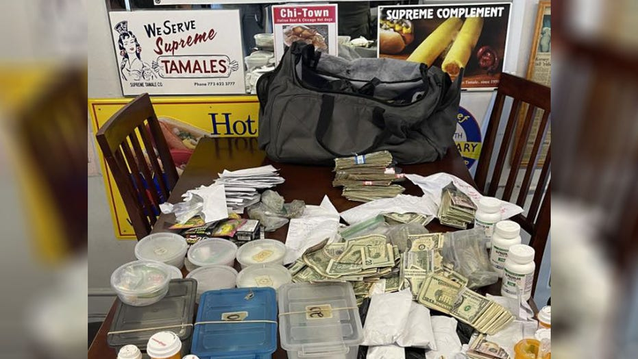 Authorities uncover Florida hot dog restaurant's drug dealing operation: report