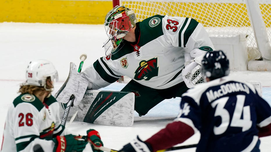 Grubauer makes 27 saves, Avalanche beat Wild 2-1