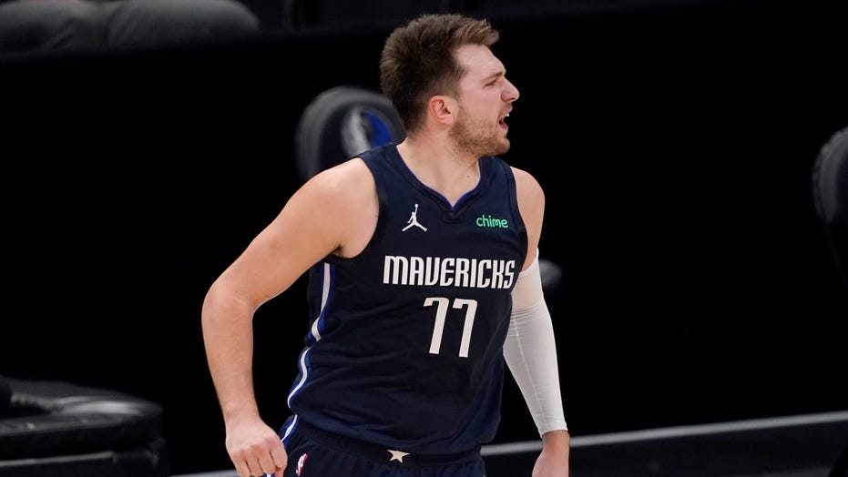 Doncic tops Curry in duel as Mavericks beat Warriors 134-132