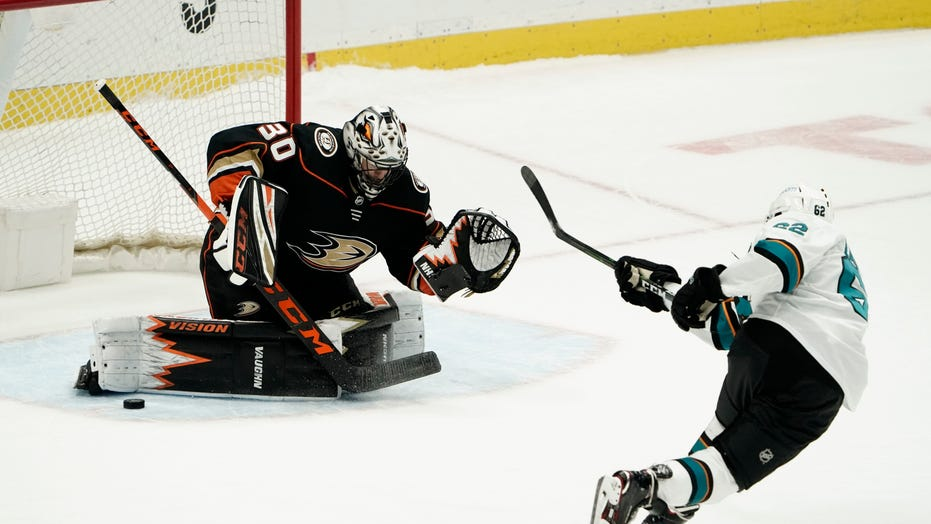 Comtois, Terry lead Ducks to 2-1 shootout win over Sharks