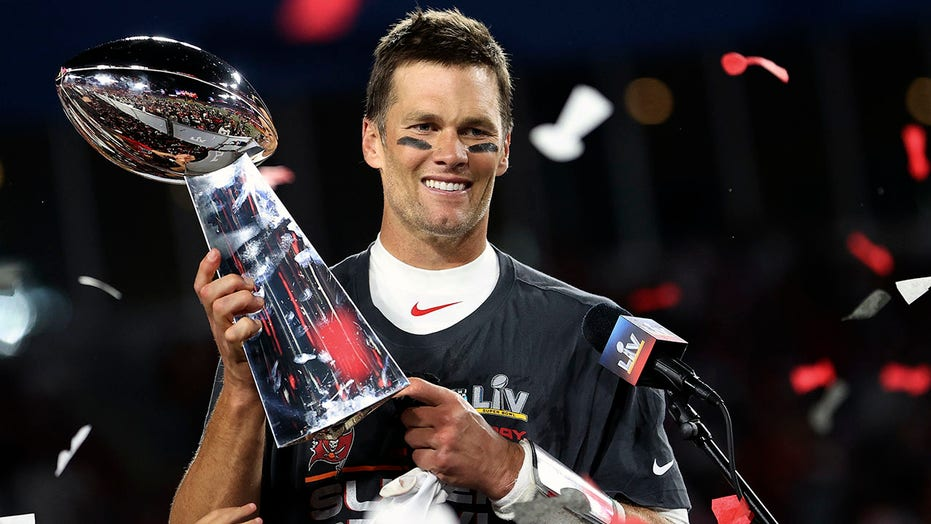 Tom Brady signs contract extension with the Bucs: 'In pursuit of 8' | Fox  News