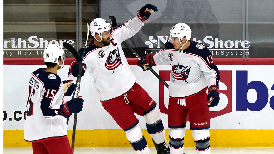 Blue Jackets use 4-goal third period to beat Blackhawks 6-5
