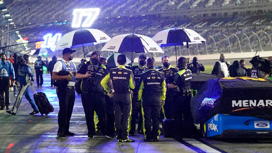 NASCAR prepares to open season with Daytona 500 as weather conditions cause additional hurdle for drivers
