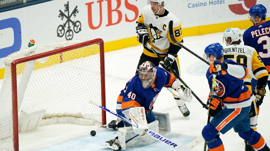 Penguins top Islanders 4-3 on Crosby's shootout goal