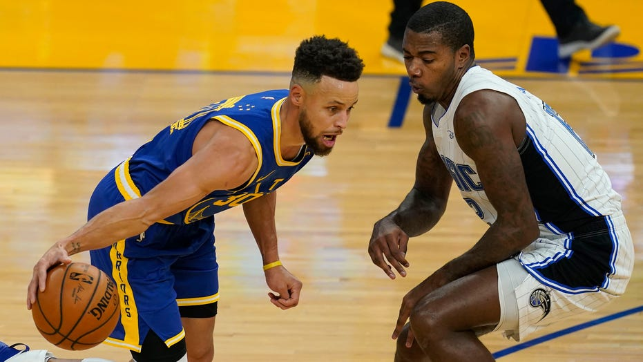 Curry goes off again with 10 3s as Warriors hold off Magic