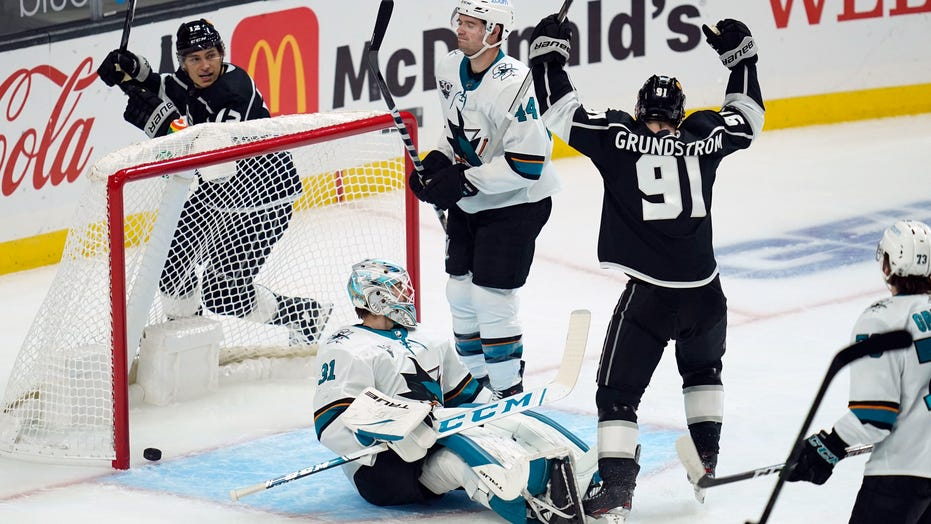 Kopitar, Kings start and finish strong to pummel Sharks 6-2