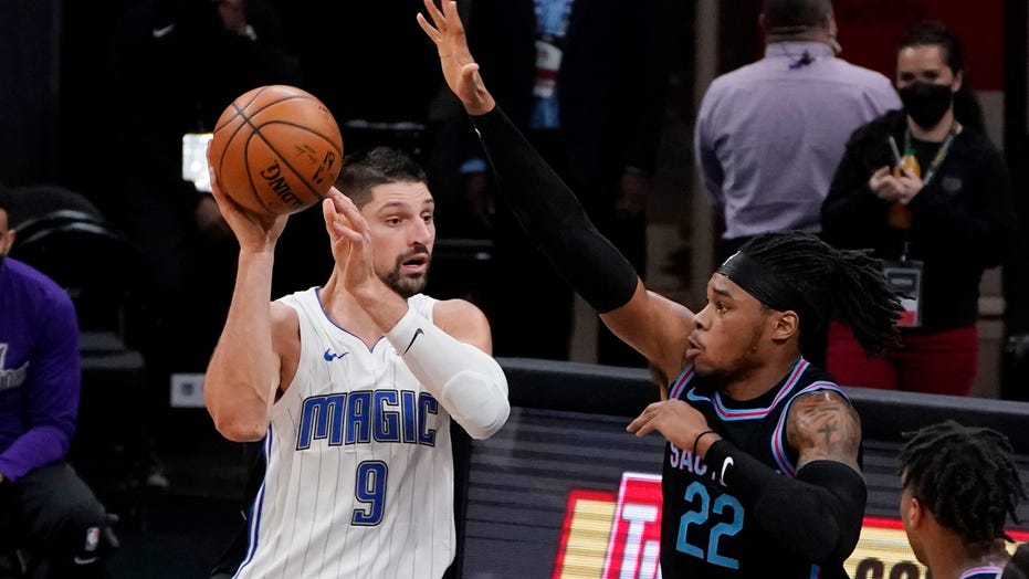 Vucevic scores 42, Carter-Williams helps Magic beat Kings