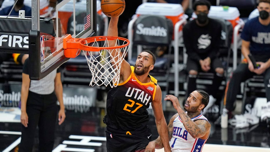 Clarkson, streaking Jazz win showdown vs Simmons, 76ers