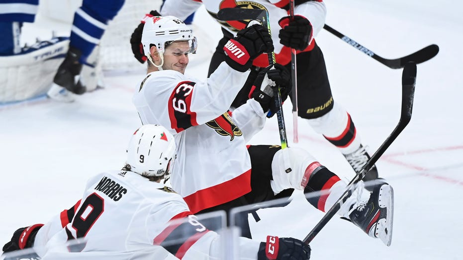 Sens rally from 4 down to win for 1st time, beat Leafs in OT