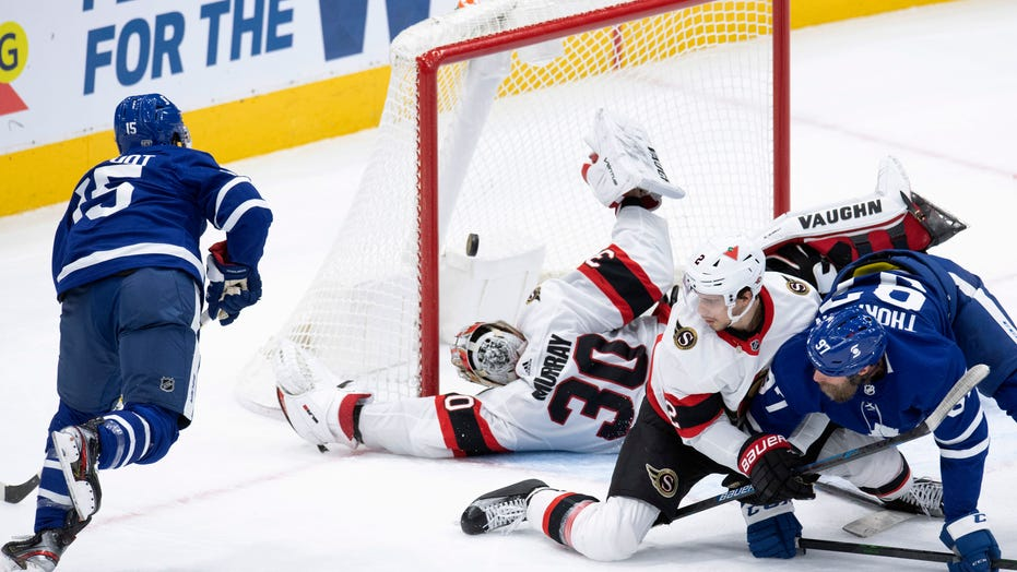 NHL-leading Maple Leafs beat last-place Senators 2-1