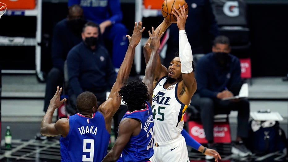 Jazz beat short-handed Clips 114-96 for 9th straight win