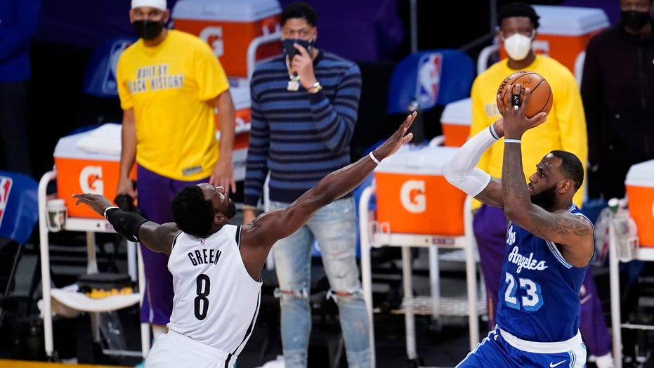 Kyrie Irving trash talks LeBron James' free throw as Nets top Lakers 109-98