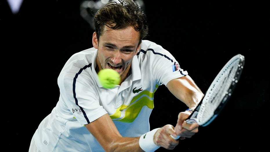 Medvedev's streak at 20; faces Djokovic in Australian final