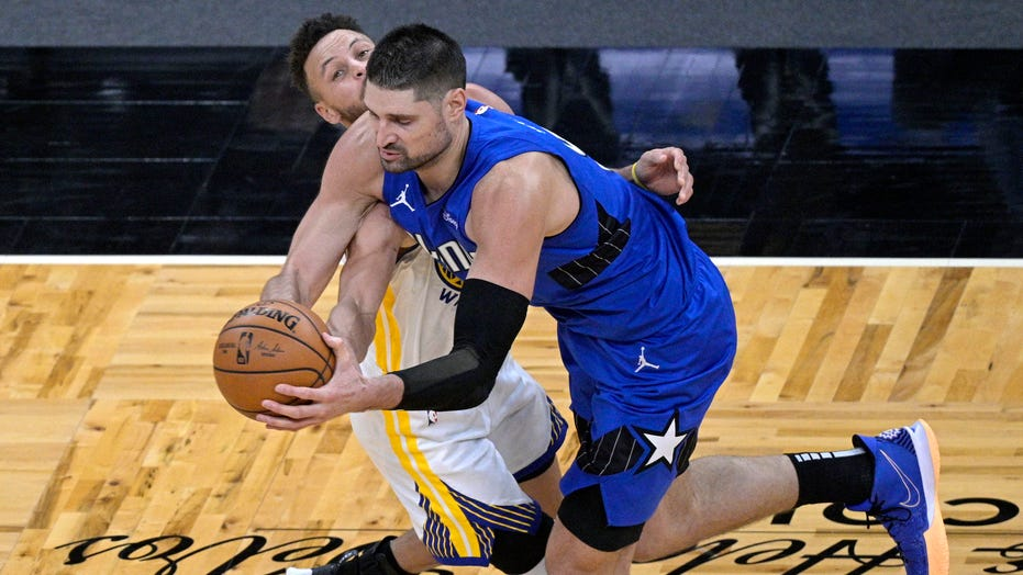 Vucevic has triple-double, Magic rally to beat Warriors