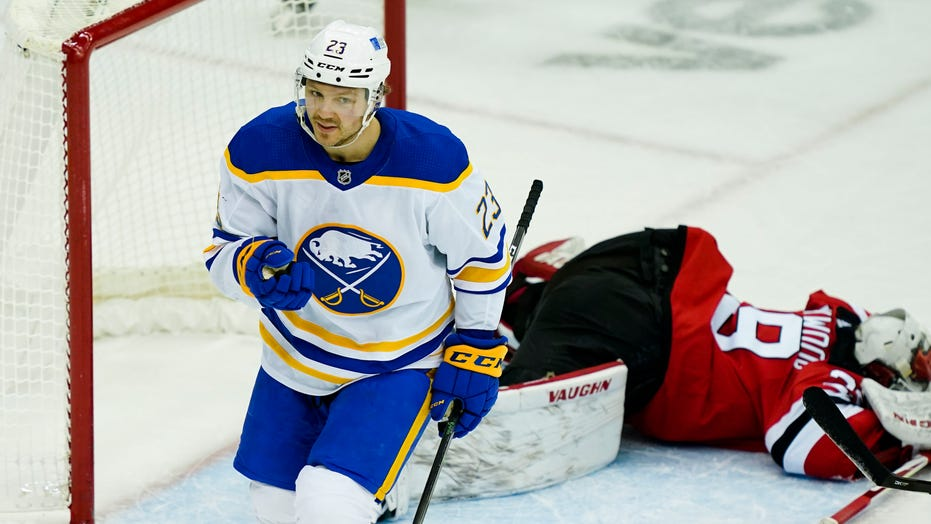 Sabres snap 4-game losing streak, end Devils 3-game run