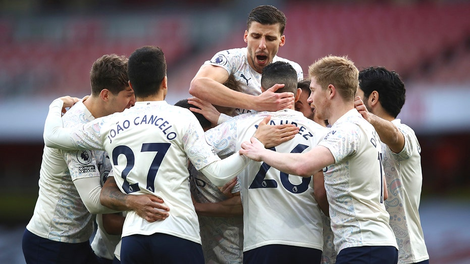 Man City earns 18th straight win, Spurs lose again in EPL