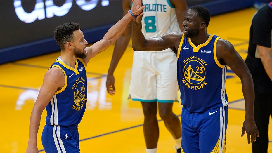 Green notches triple-double, Warriors avenge loss to Hornets