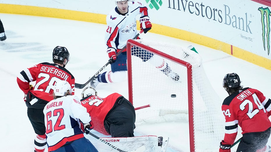 Washington Capitals take 3-0 lead, beat NJ Devils 5-2