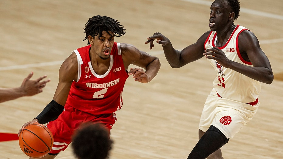 No. 21 Wisconsin beats Huskers 61-48 despite cold shooting
