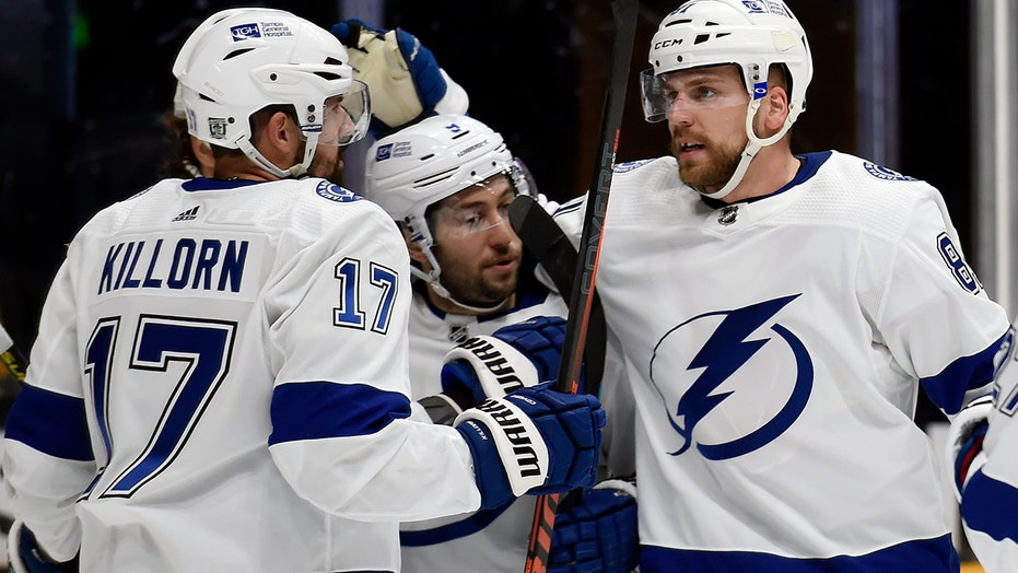 Cirelli scores twice as Tampa Bay beats Predators 4-1