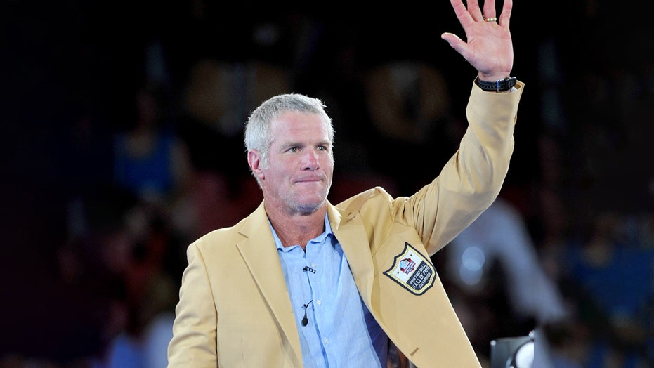 Brett Favre wants sports, politics to be separated: 'I want to watch the game'