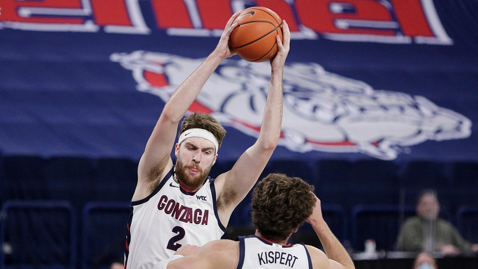 No. 1 Gonzaga tested, pulls away to beat Santa Clara 89-75