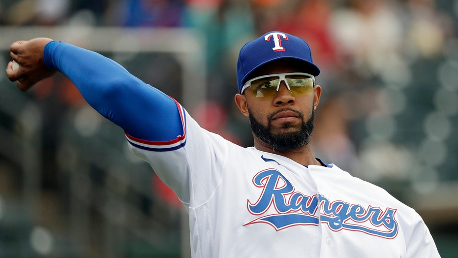 Elvis leaving Texas: Rangers deal Andrus to A's for DH Davis