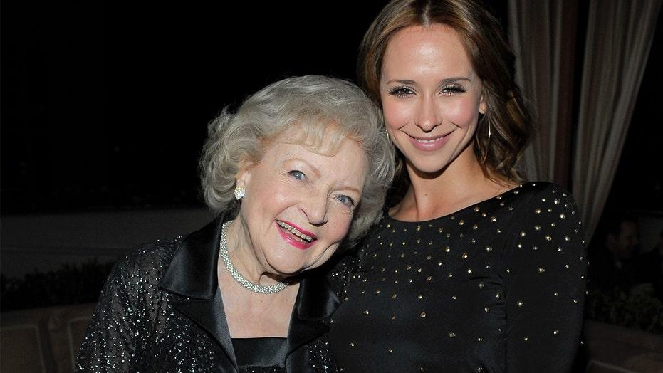 Jennifer Love Hewitt talks Betty White friendship, recalls 'super drunk' night out with star: 'She's the best'