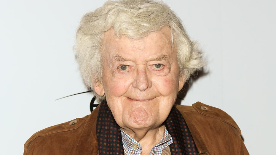 Hal Holbrook, acclaimed actor best known for his portrayal of Mark Twain, dead at 95