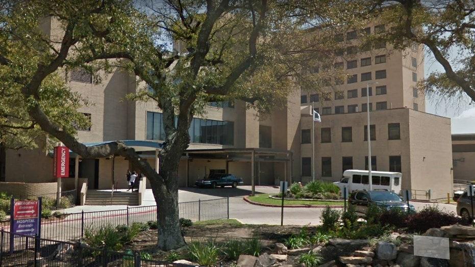 Louisiana hospital locked down after knife-wielding man attacks 2 nurses: reports