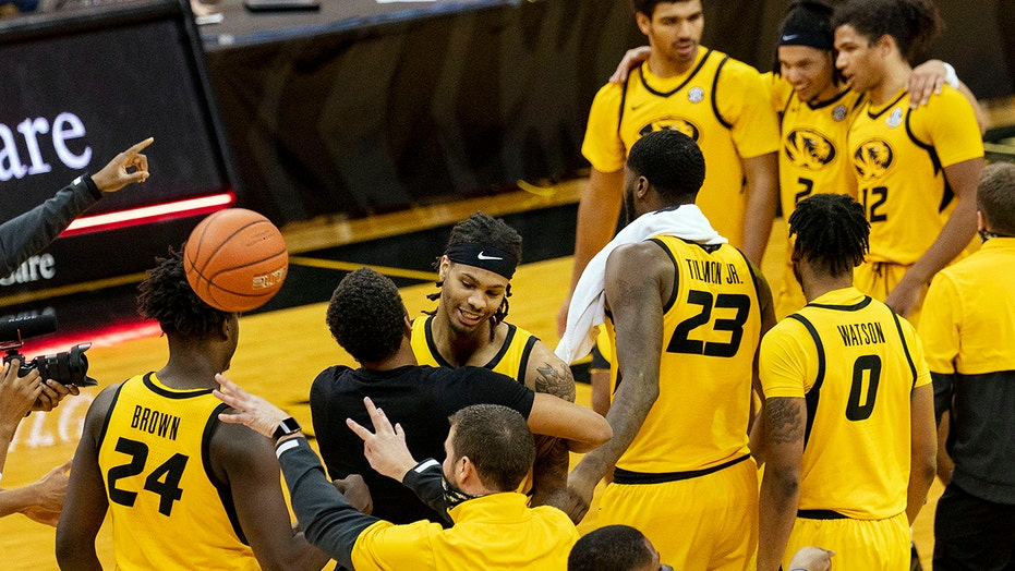 No. 18 Missouri holds off frantic rally, tops No. 10 Alabama