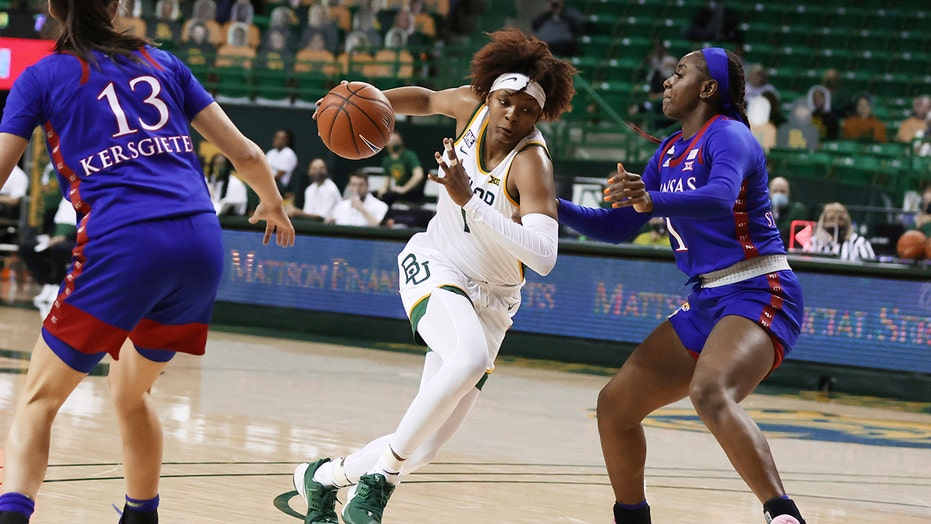 NaLyssa Smith another double-double as No. 8 Baylor beats KU
